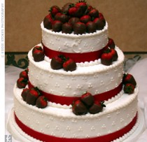 wedding-cake-with-strawberries-21285345